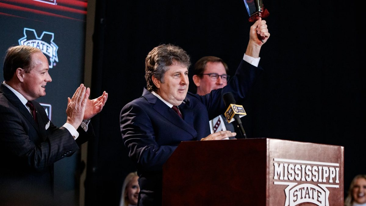 T&L Extra: Coach Mike Leach Joins SportsTalk Mississippi